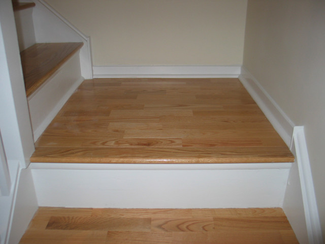 Natural red oak wood floors 3 strip on stairs for Hardwood floors on stairs