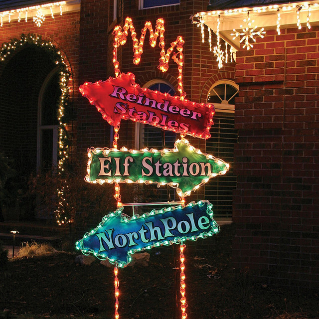 Lighted arrow post sign christmas lights traditional for Outdoor christmas signs