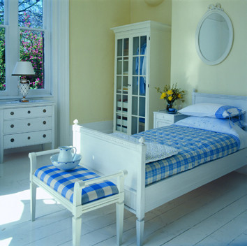 Stockholm hand painted single bed traditional bathroom