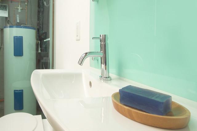 Craven - Mini House modern-bathroom