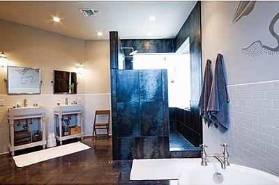 Capriotti Residence modern-bathroom