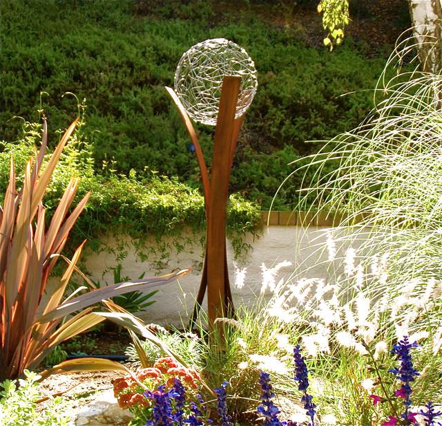 Terrasculpture tempest modern sculptures los for Daylight designs metal garden art