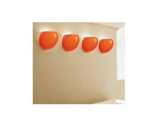 Golf P1 Wall Lamp \ Sconce By Leucos Lighting - Golf P1 by Leucos is a wall sconce of hand-blown Murano glass, providing upward and diffused illumination.