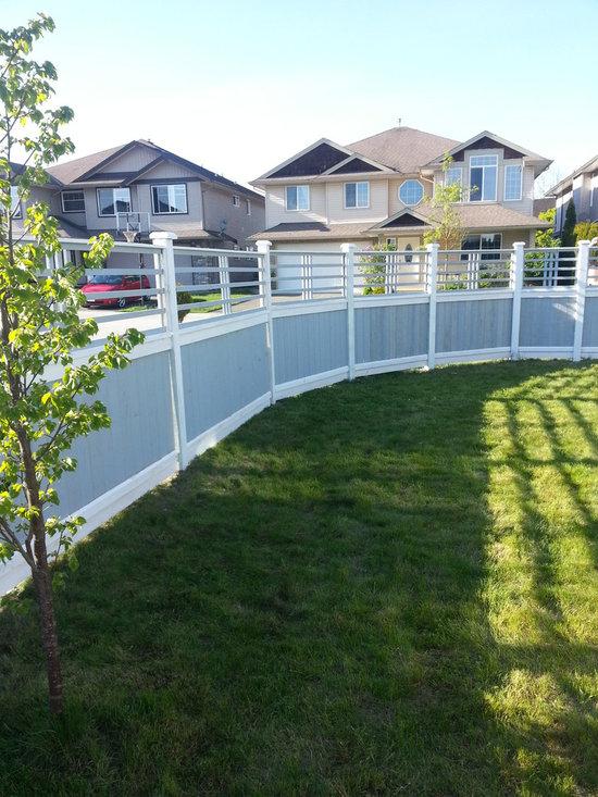 Maple Ridge removable lattice -
