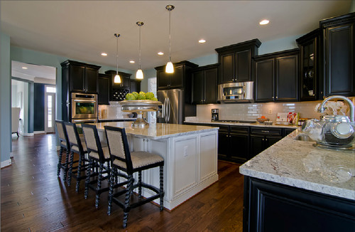 What color butlers pantry for this kitchen....black or cream??