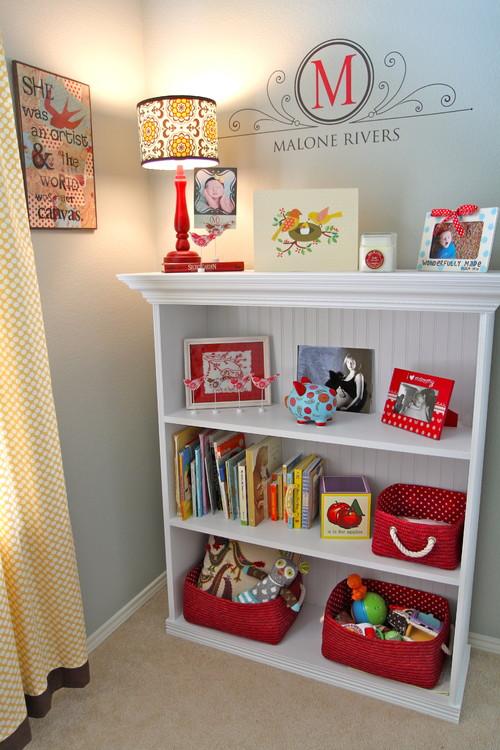 decoracion con libros en un estante