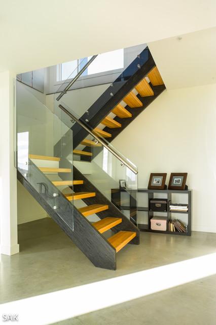 Okanagan Watt Residence modern-staircase