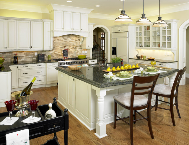 E3 Cabinets & Design traditional-kitchen