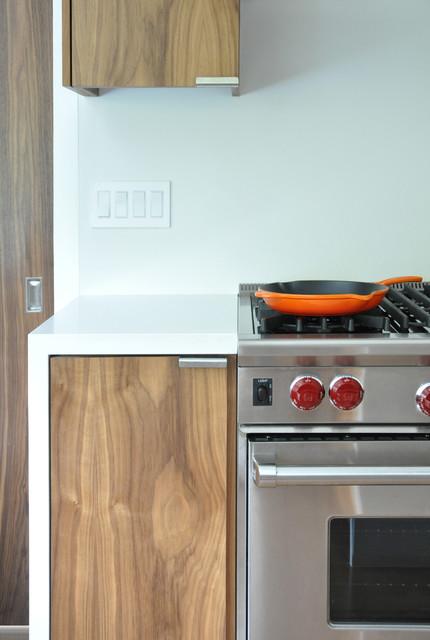 Horseshoe modern-kitchen
