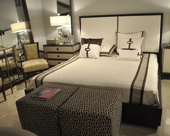 Showroom Pieces - Upholstered King Bed
