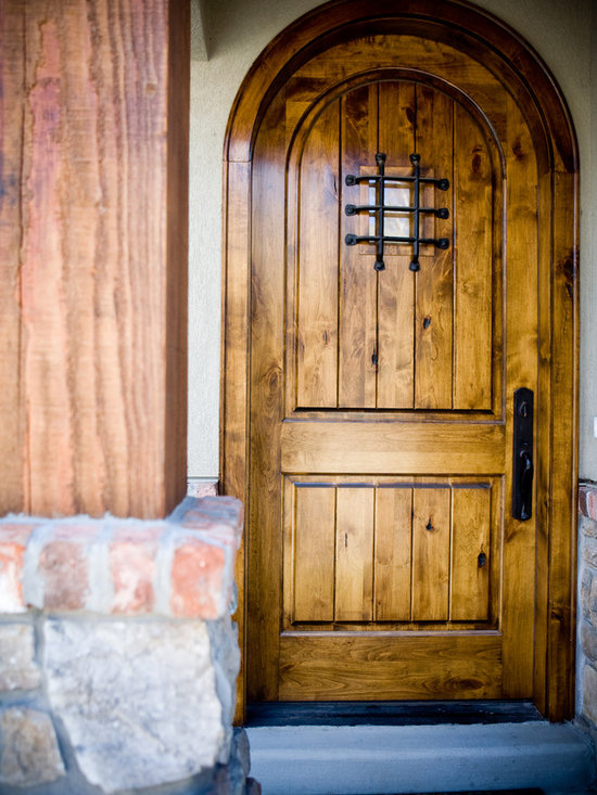Lifestyle Pictures - Krosswood Doors - this round top 8 foot door has an added speakeasy kit and grill. Brings a new dimension to your front entry way with beauty and charm.