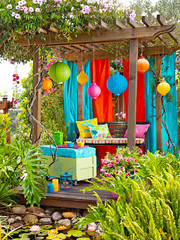 Colorful Backyard Decorating Ideas