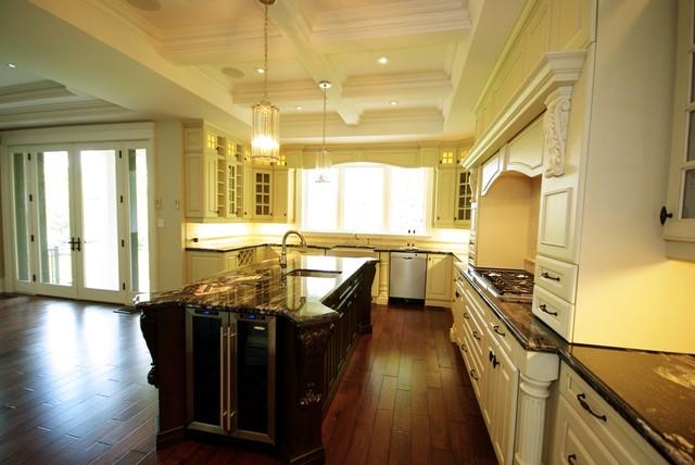 Lakeshore Oakville traditional-kitchen