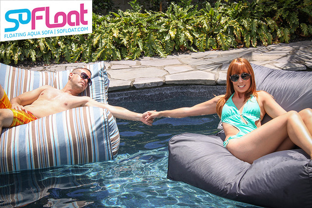 Pool floats by sofloat designer floating bean bag for Bean bag chaise longue