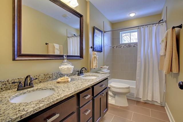 Washburn Ave S - Minneapolis traditional-bathroom