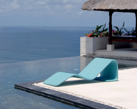 Lebello - Lebello - Modern Outdoor Chaise Lounge - Chumy by Lebello is a modern chaise lounger with a simple and airy design, a center curve that floats in mid air provides enhanced seat comfort and flexibility. Space underneath provide storage for magazines or towels.