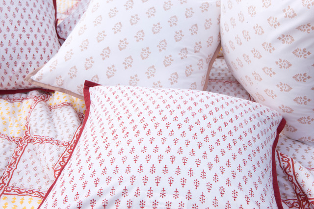 Luxury Bedding Collections tropical-home-decor