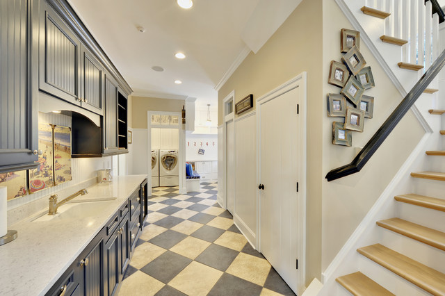 Mudroom traditional hall