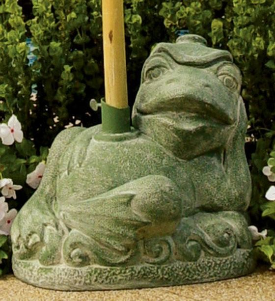 Traditional Umbrella Stand: Reclining Frog Umbrella Stand