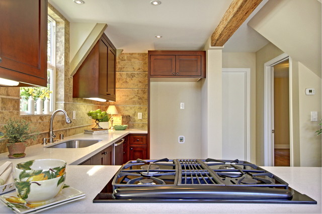 Laguna Beach beach-style-kitchen