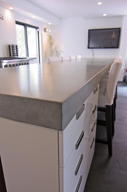Kitchen Countertop Stores : Concrete kitchen tops and island modern-kitchen-countertops