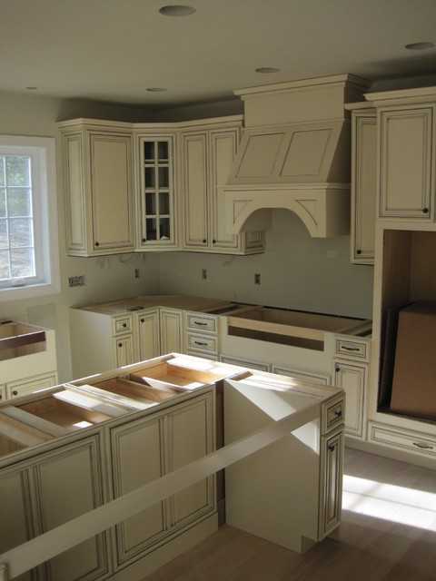 Yorktowne cabinets in antique white with ebony glaze for Kitchen cabinets yorktown ny