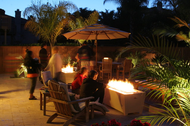 Deigo Fire Feature modern-patio