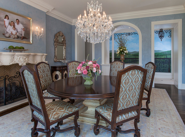 Traditional Dining Room Interior Design traditional-dining-room
