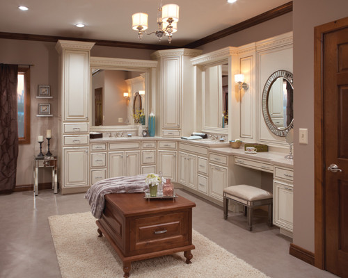Schuler Cabinet Gallery - Traditional - Kitchen - chicago ...