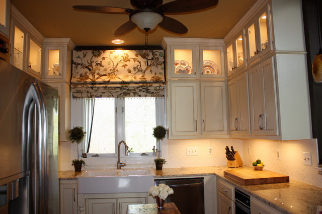 Hanging In Style Designs traditional-roman-shades