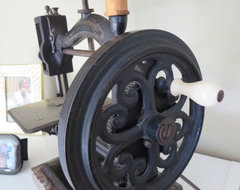 Antique Sewing Machines: Tailor Made for Nostalgic Decor
