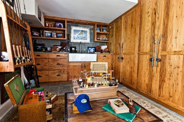 Island Dwelling rustic-closet