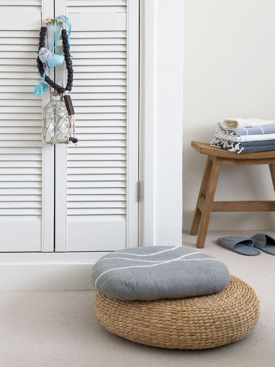 Stone pillow, cushion and pouf wicker -