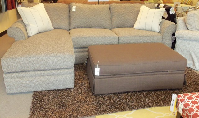 Broyhill Veronica Sectional W Chaise Traditional