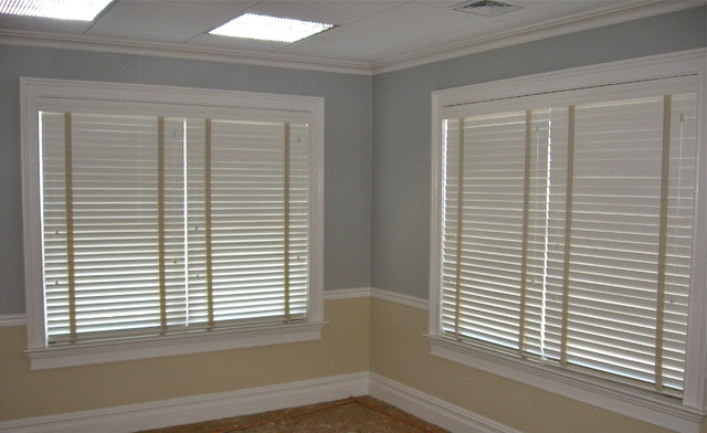 Wood Blinds traditional