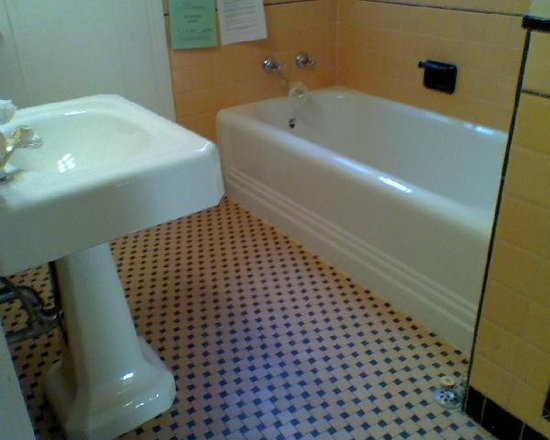 Bathtub & Tile Refinishing - Bathtub & Pedestal sink Refinishing
