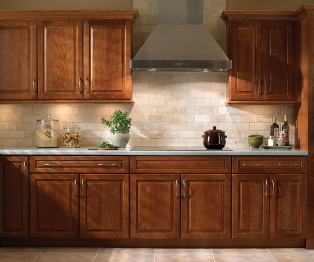 Classic traditional kitchen cabinets style traditional for Traditional kitchen dresser
