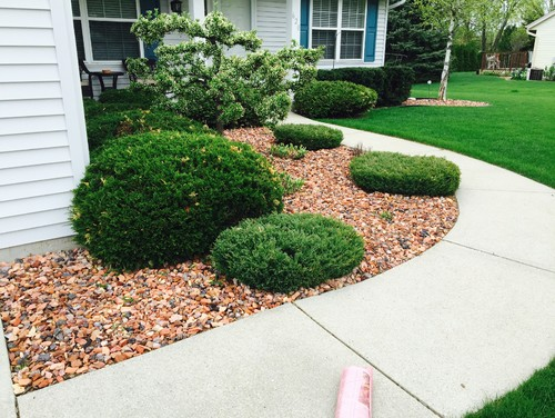 Decorative stone placement front yard landscaping for Decorative rocks for landscaping near me