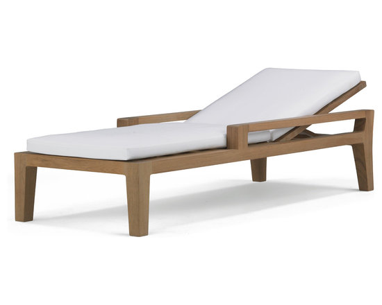 Banyan Chaise - Influenced by the power and romance of the Banyan tree's epiphyte nature to spread its roots and bear fruit, Link Outdoor introduces the first designs in its Banyan Collection design by Holly Hunt.  Seen as a departure from the strong contemporary and youthful lines of recent introductions, Banyan is a deep-seated luxury collection of plush classical outdoor furniture made for lounging and pure comfort - a collection that will transform outdoor spaces into contentment zones for living well. © Link Outdoor