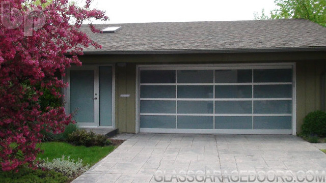 matching entry door w sidelite size 16 x 7 traditional garage