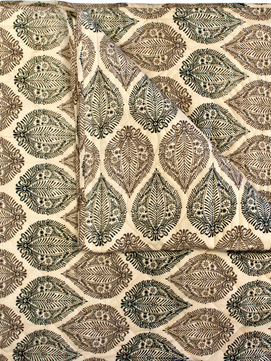 Divine Designs - Kelsey Block Print Quilt-King Caramel - This soft and cozy quilt, will add peaceful vibes to your bedroom.