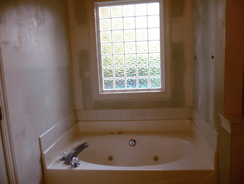 Need help: Bathroom towel storage ideas for around garden tub - Houzz
