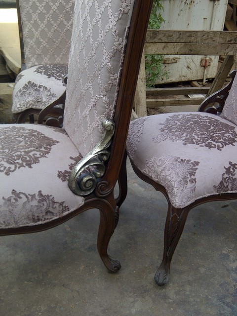 colonial dining chairs withe modern fabrication traditional-dining-chairs