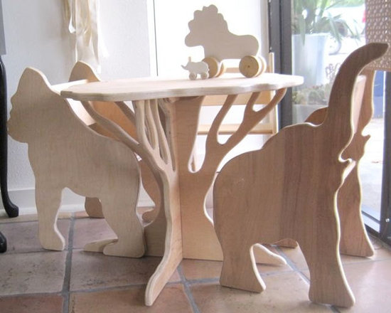 safari table & chairs -