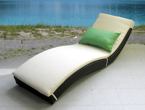 Wicker patio furniture modern outdoor chaise lounges for Chaise furniture toronto