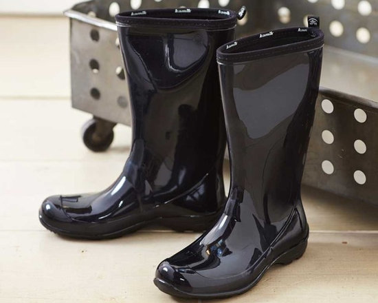 Viva Terra - Rain Boots - Black (size 7) - Our glossy eco-friendly rain boots are made of plant-based, phthalate-free rubber in an effort to both save trees and keep you dry from mid-calf to toe. Go ahead and make a splash!