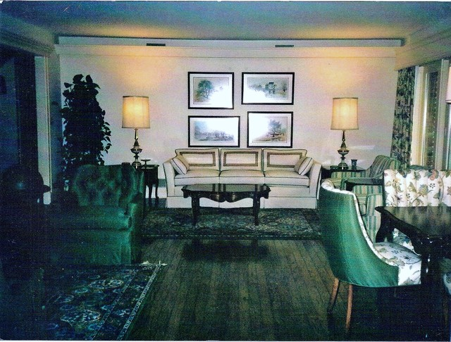 FOX HUNT COUNTRY HOUSE traditional-living-room