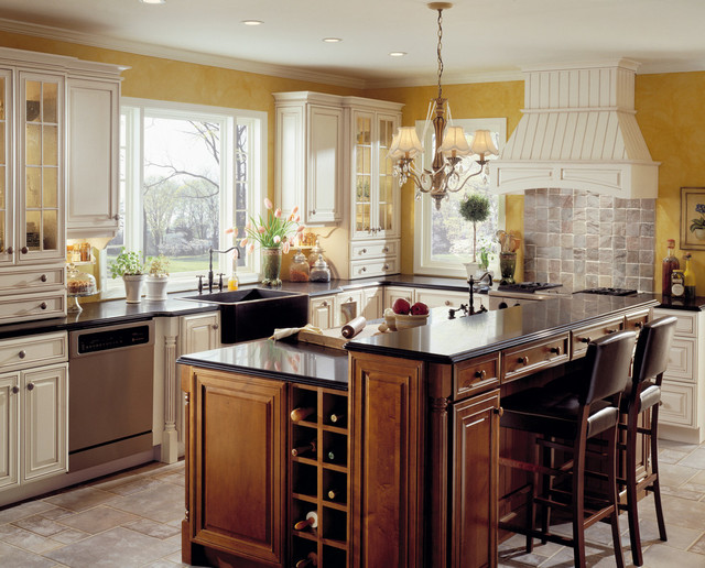 Classic traditional kitchen cabinets style traditional for Classic kitchen cabinets