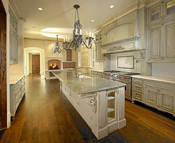 Michael molthan luxury homes traditional kitchen for Luxury traditional homes