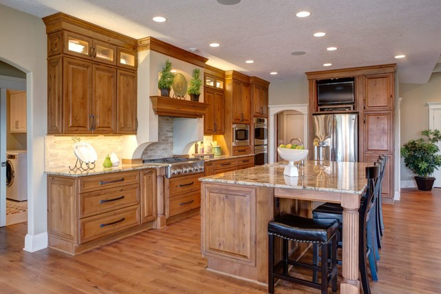 Des Moines Home Show 2013 - K and V Builders traditional-kitchen
